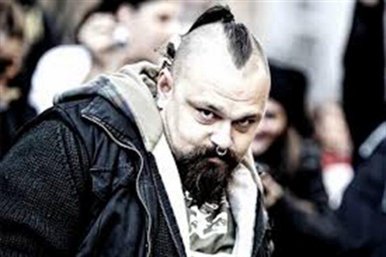 Salvini in Tribunale a Napoli per una querela contro il gruppo dei 99 Posse
