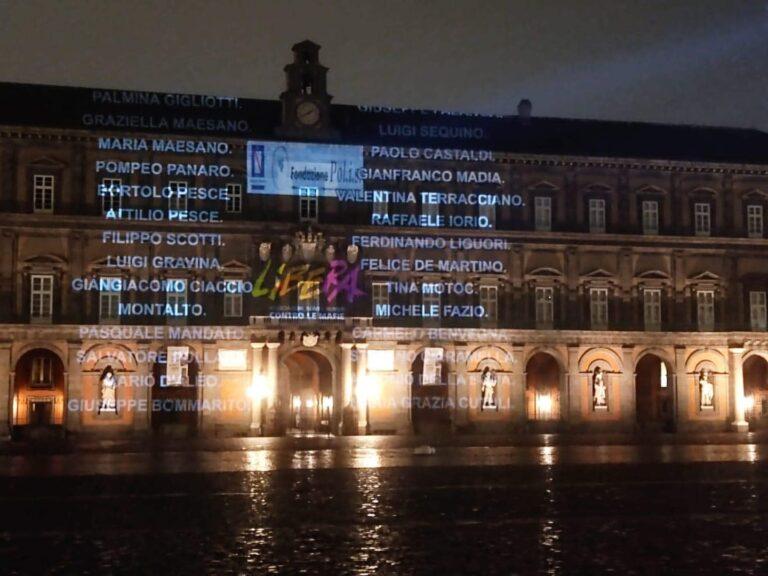Nomi vittime mafia proiettati su Palazzo Reale a Napoli