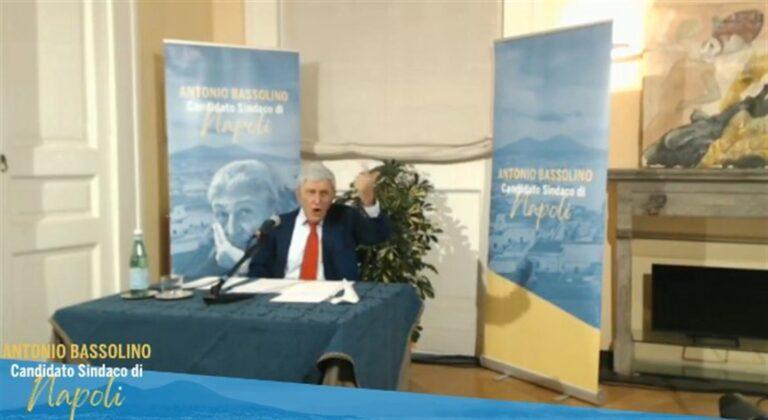 """Bassolino in campo: """"Sono di sinistra, appartengo alle istituzioni e Napoli è al di sopra di tutto"""""""