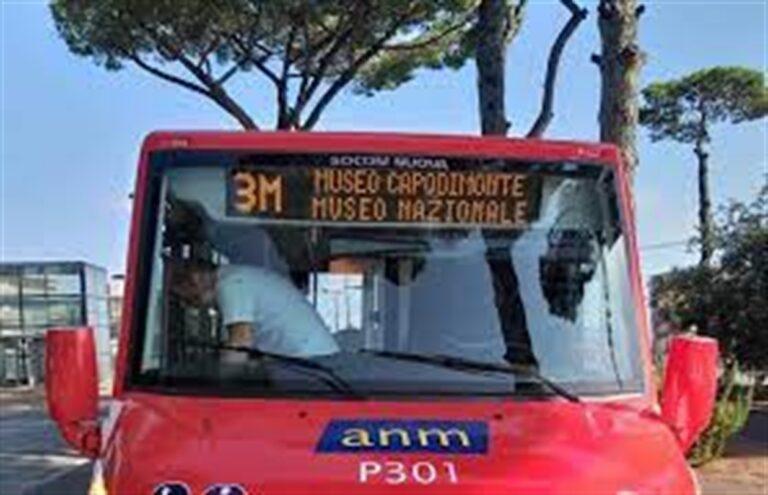 Covid, torna il bus 3M per chi si vaccina a Capodimonte