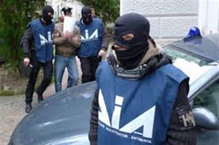 Gli artigli delle mafie sui carburanti: 'Ndrangheta e camorra. Sequestrati beni per oltre un miliardo di euro, 71 persone fermate. Tra loro alta borghesia, boss manager, commercialisti, faccendieri, esponenti di lobby industriali