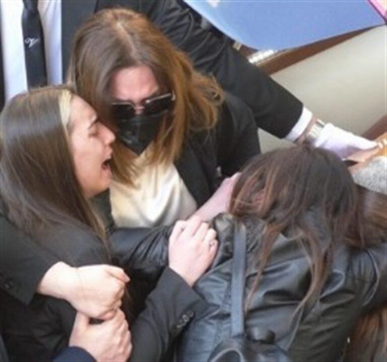 """Funerale di Maurizio Cerrato, la denuncia di Don Battaglia: """"Non mi spaventa il rumore dei violenti ma il silenzio degli uomini onesti. L'omertà uccide"""""""