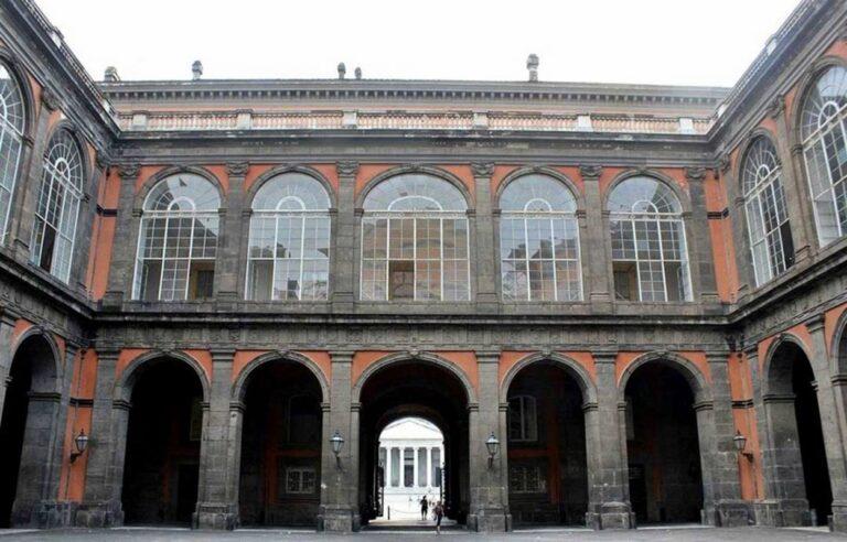 Sventato principio rogo in locali palazzo reale Napoli