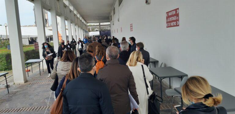 Hub della Mostra d'Oltremare insulti e minacce perchè pretendevano il vaccino Pfizer o Moderna
