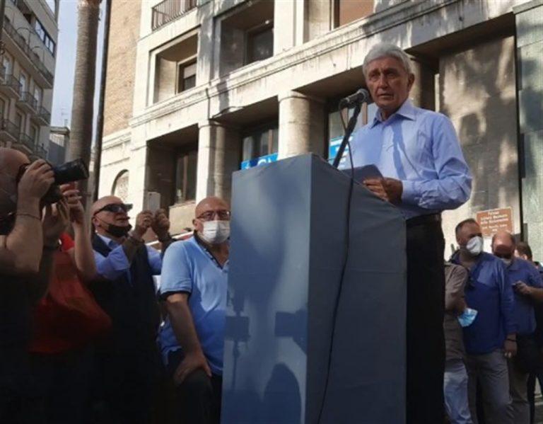 """Antonio Bassolino torna al comizio : """"Non mi nascondo, sono un politico, sono comunista sono del Pci ed ho Napoli nel mio cuore"""""""