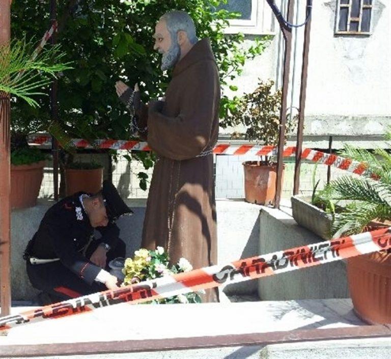 """Rione Salicelle, giù cappella celebrativa. Il ministro Lamorgese: """"Segnale forte contro i simboli della criminalità"""""""