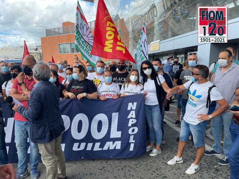 """Vicenda Whirlpool, sindacati sul piede di guerra: """"Licenziamenti ingiustificati"""""""