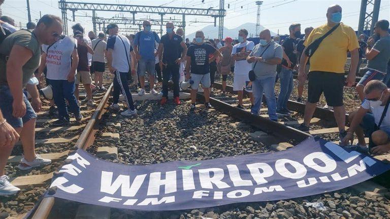 Whirlpool, domani in 200 da Napoli alla manifestazione nazionale e poi al Mise. Sciopero di 8 ore in tutti gli stabilimenti