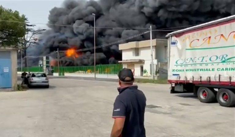 Disastro nell'area industriale di Carinaro-Teverola: incendio in fabbrica di ricambi auto